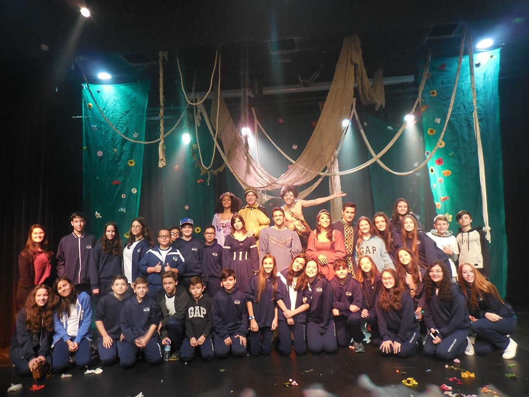 Escola São Teodoro de Nossa Senhora de Sion – Projeto um dia no teatro